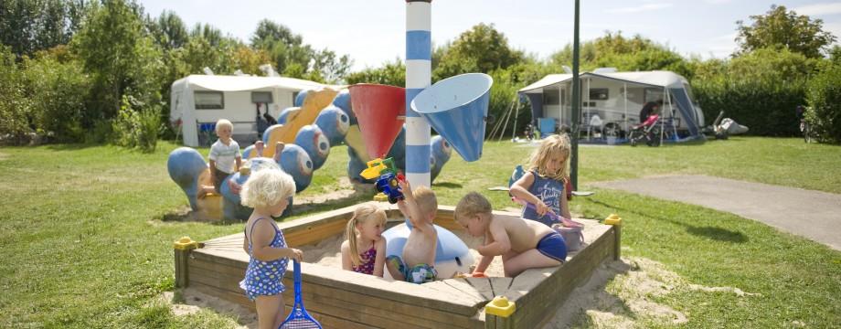 Kids in zandbak
